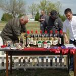 Отговорника по развъдната дейност г-н Димитър Райчев подготвя наградите за изложбата.